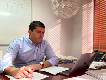 Los Centros adjudican el contrato del suministro de energía eléctrica a la compañía Aura